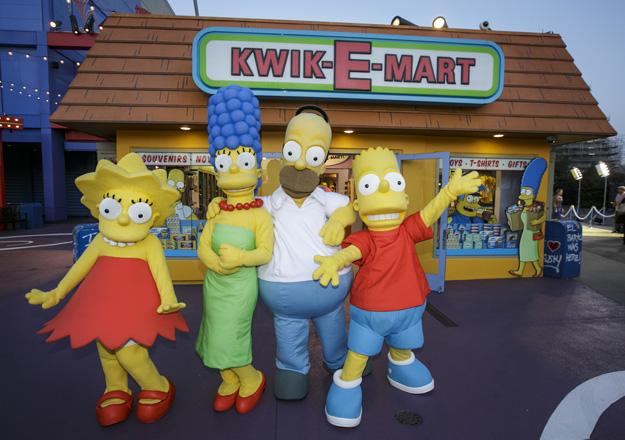 Springfield_Simpsons Family at Kwik-E-Mart