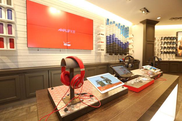 verizon wireless opens fifth u s destination store in santa monica entertainment affair. Black Bedroom Furniture Sets. Home Design Ideas
